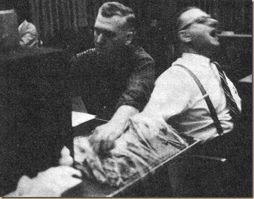 Milgram libro - foto 2 soggetti e reazione