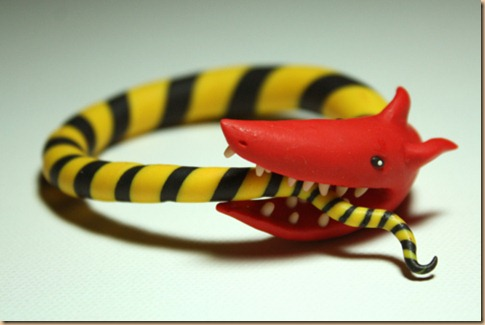Serpente che si mangia la coda da solo - dipendenza